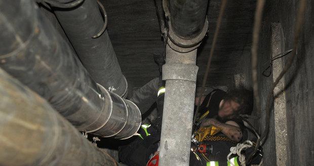 Dělník zemřel po pádu do světlíku. Ilustrační foto.