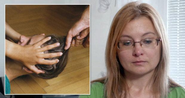 Lenku týral manžel 22 let. Kalhotkami jí pořezal nohy, nechodila 14 dní