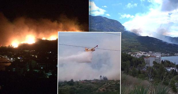 U chorvatského letoviska vypukl požár. V oblasti jsou desítky Čechů