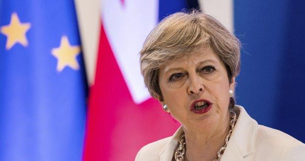 Další rána pro Mayovou. Brexit s dvouletým odkladem jí Němci a Francouzi asi odmítnou