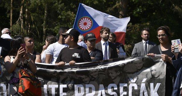 """Aktivisté z ciziny najeli do vepřína v Letech: """"Čekáme přes 40 let"""""""
