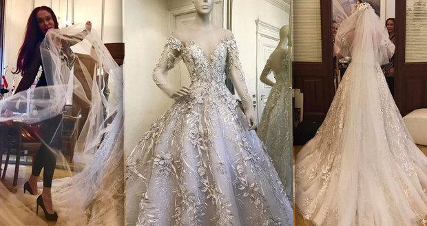 Návrhářka šejků Blanka Matragi ušila luxusní šaty pro nevěstu z Moravy. 82cadc41ce