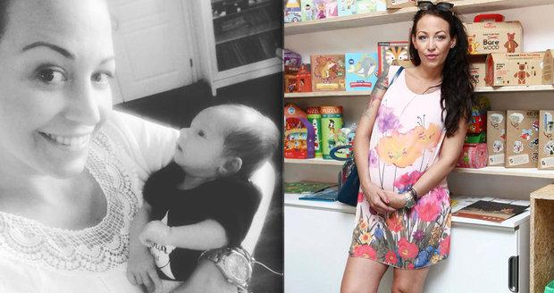 Agáta Prachařová ukázala fotku s miminkem v náručí.