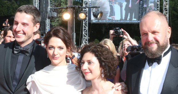 2017 - Klára Issová, Martha Issová a David Ondříček