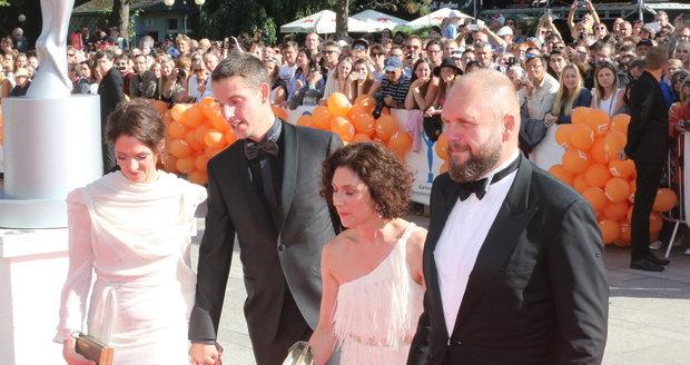 Klára Issová s partnerem, Martha Issová a David Ondříček