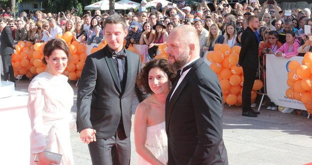 2017 - Klára Issová s partnerem, Martha Issová a David Ondříček