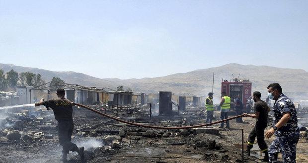 V uprchlickém táboře propukl velký požár. Na místě jsou mrtví