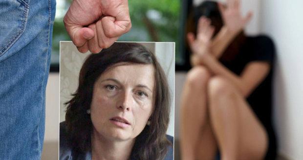 Manžel jí trhal vlasy a zlomil nos. Daria teď pomáhá ženám opustit tyrany