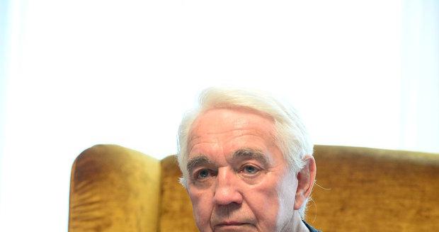 Jiří Krampol promluvil na karlovarském festivalu o propuštění manželky z psychiatrické léčebny.