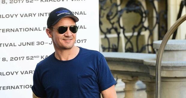 Hvězdný Jeremy Renner v Karlových Varech.