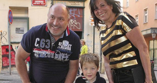 Děda Michal, babička Marcela a vnouček Sebík