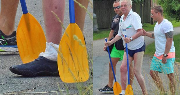Proč měl prezident Zeman na dovolené nohu v igelitu?! Hrozila mu infekce