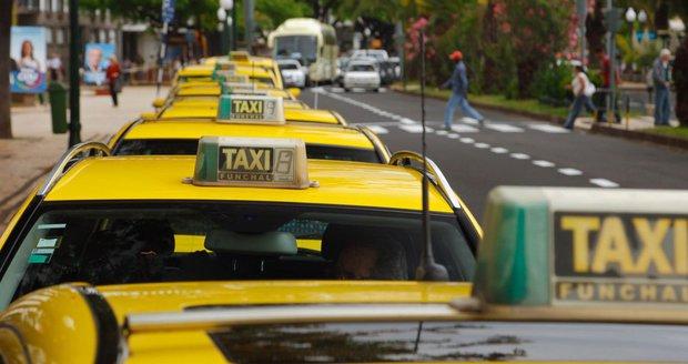 Německo příští rok spustí robotické taxíky. Stanou se řidiči minulostí?