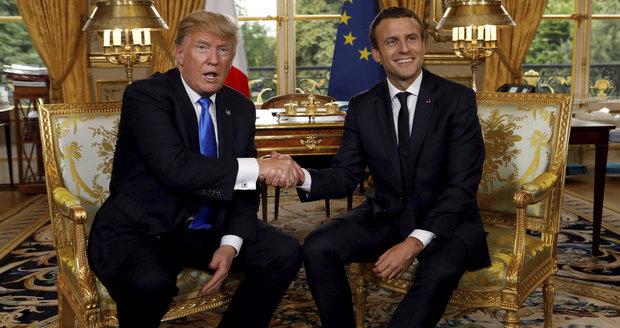 Francie jde tvrdě po uprchlících: Ilegálům hrozí rok vězení. A Macron míří za Trumpem