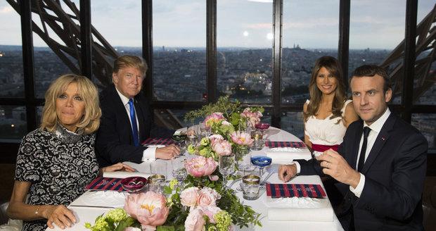 """""""Skvělé tělo."""" Trump pochválil Macronovi jeho o 24 let starší manželku"""