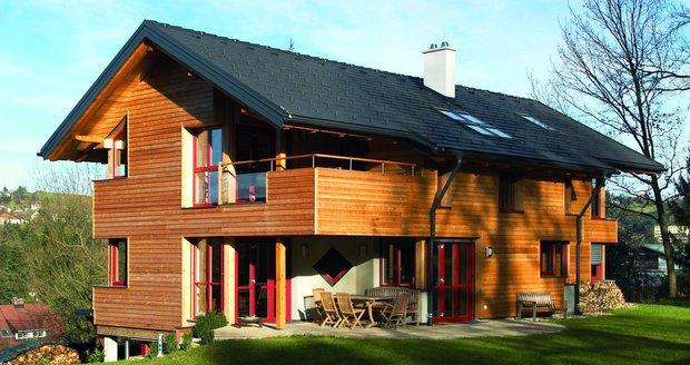 Trendem současné architektury jsou tmavé odstíny střešních tašek, čisté linie a atraktivní povrch.