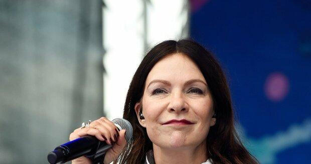 Anna K. během vystoupení na festivalu Hrady.cz