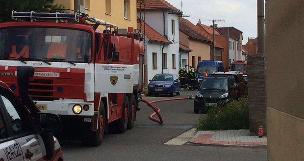 V Ořechu u Prahy začal z potrubí unikat plyn, hasiči evakuovali okolí. (ilustrační foto)