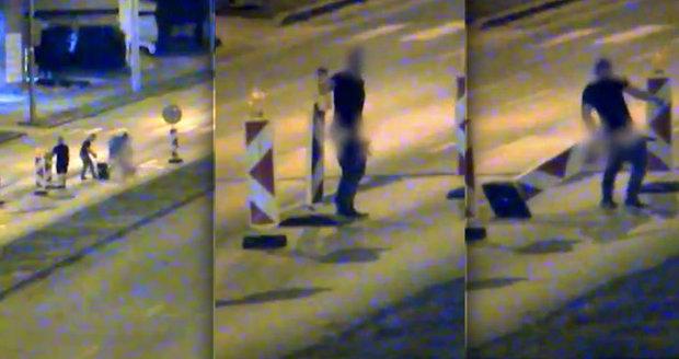 Opilí kamarádi obcovali s dopravním značením: Řádění ukončili až policisté
