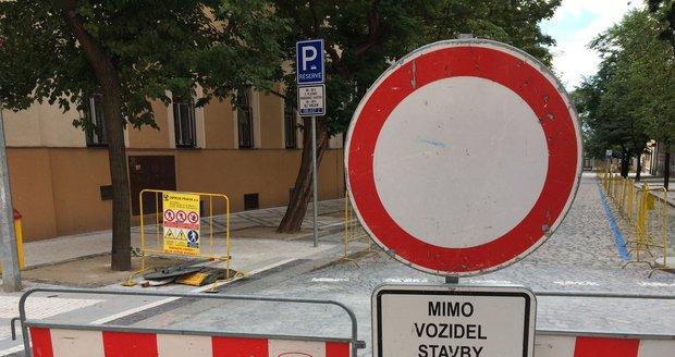 Prahu 17 čeká v ulici U Boroviček na měsíc a půl omezení v dopravě. (Ilustrační foto)