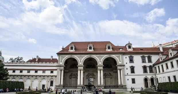 Noblesní sala terrena vévodí jedné z částí Valdštejnské zahrady. Dnes se v ní konají koncerty.
