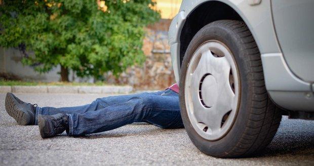 Opilá řidička v BMW zabila spolujezdce (†26): Se dvěma promile vyletěla ze silnice a narazila do betonu