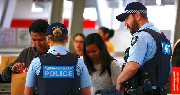 """Teroristé chtěli """"sundat"""" letadlo plné lidí. Austrálie jim překazila plány"""