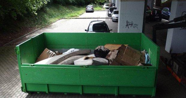 Likvidace odpadu po bezdomovcích v Plzni