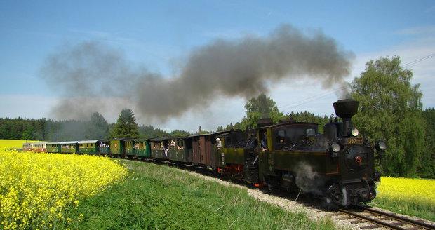 Na úzkokolejce z Jindřichova Hradce do Nové Bystřice jezdí vlaky už od roku 1897.