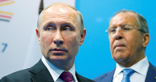 Zapomeňte na použití síly, varují Rusové kvůli Venezuele. Maduro dál blokuje humanitární pomoc