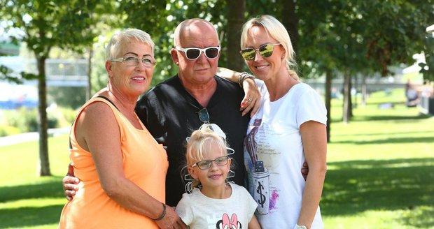 Zuzana Belohorcová s dětmi na Slovensku