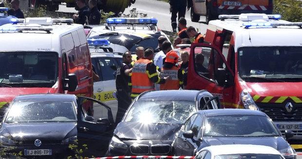 Policie zatkla muže, co v Paříži najel do vojáků. Je jím migrant bez povolení k pobytu