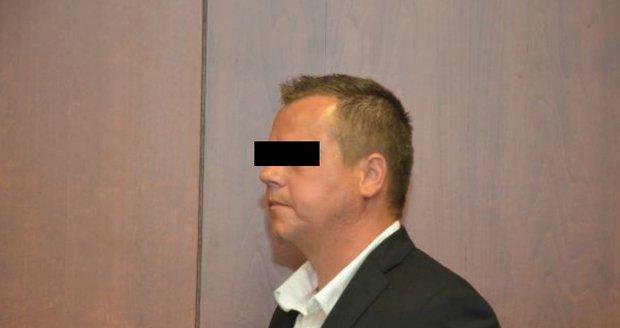 Hospodský nutil brigádnici k orálnímu sexu: Dostal 5 let za mřížemi