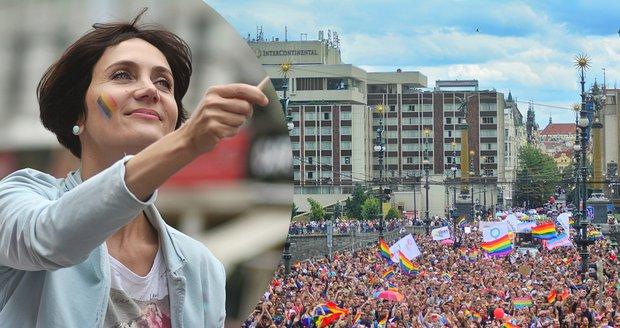 Slavné ženy na Prague Pride: Janečková se vezla, Lounová s Krnáčovou šly pěšky