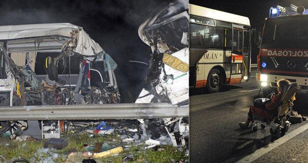 20 mrtvých po nehodě autobusu s kamionem: Svědci popsali, co se stalo