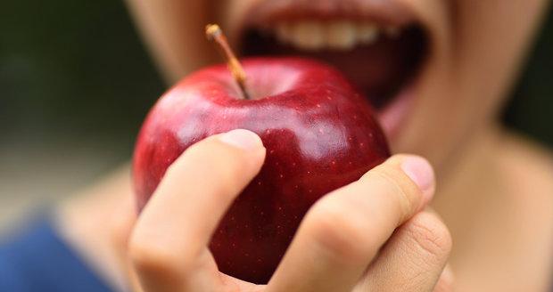 Pozor, jablka z Polska obsahovala obří množství pesticidů. Nekoupili jste je?