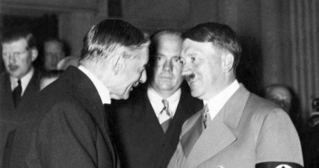 Britský premiér Chamberlain  s Adolfem Hitlerem.