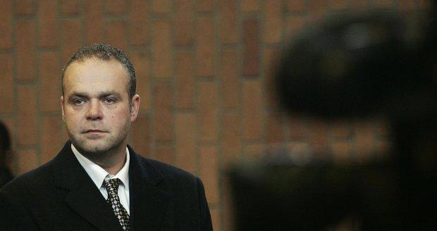 Krejčíř přišel kvůli penězům o právníka: Soud o vydání bude v lednu