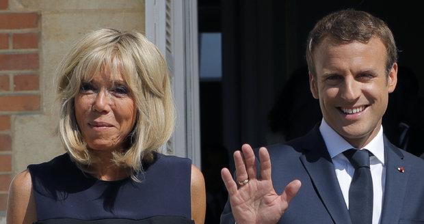 Macron za make-up utrácí čtvrt milionu měsíčně. Kritici zuří: Jde to z daní