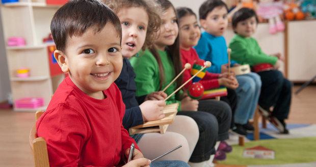 Výtěžek z prodeje vánočních dekorací přispěje k pořízení hudebního nástroje do Mateřské školy Formanská. (ilustrační foto)