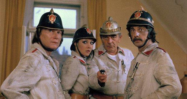 Jiří Datel Novotný si v seriálu Návštěvníci zahrál roli doktora.