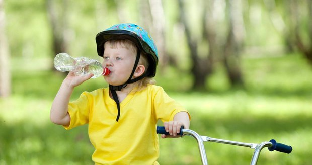 Děti by měly získat návyk často pít.