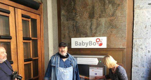 """V babyboxu našli další miminko: Mareček měl na sobě jen """"kus bílé látky""""!"""