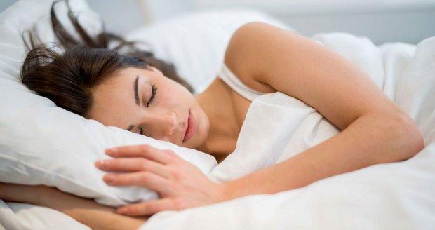 Používáte menstruační tampony i v noci? S těmito riziky musíte počítat!