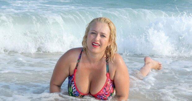 Miluška dováděla u moře v Tunisku