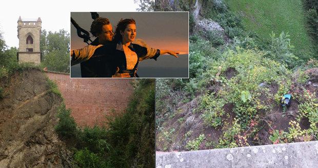 Milenci (18) spadli z rozhledny v Jičíně: Hráli si na Titanic, skončili v nemocnici