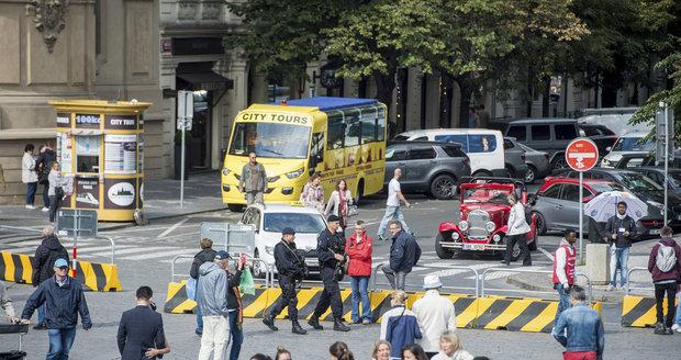 Strach z terorismu? Kolem Staromáku jsou betonové zátarasy