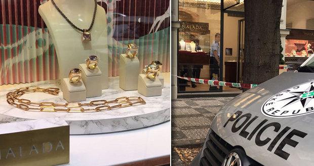 e65d866b6db Krádež v luxusním klenotnictví v Pařížské  Zloději si odnesli šperky ...