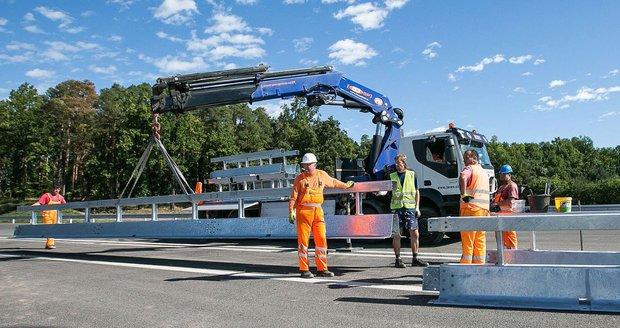 Stavba dálnic se v Česku vleče. Hotové nebudou ani v roce 2050, tvrdí kontroloři