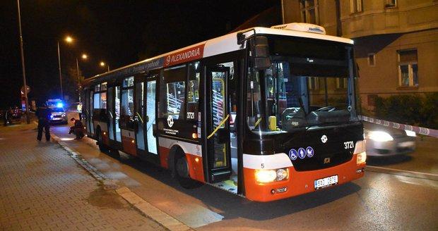 Střílel mladý muž v Radotíně na autobus? Případ vyšetřuje policie.